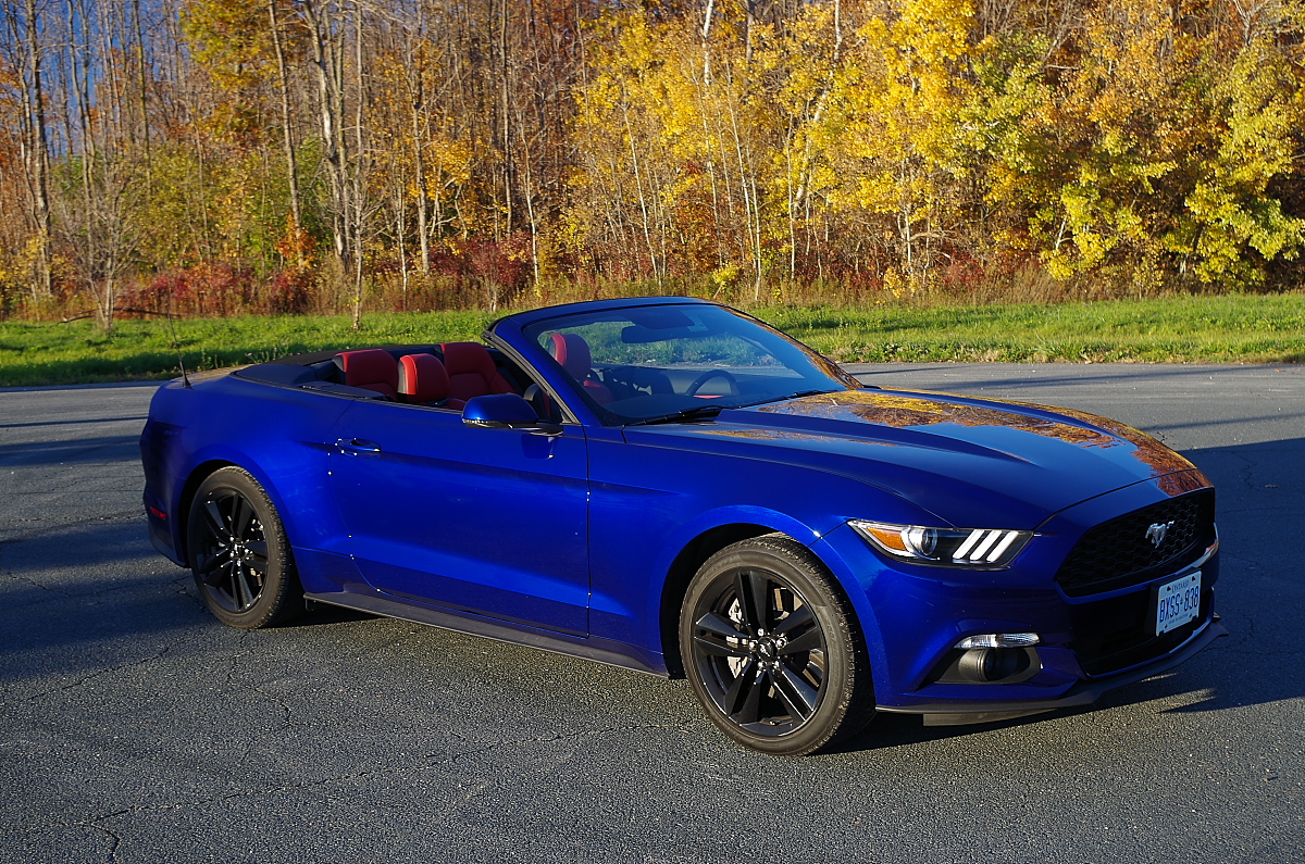test drive 2016 ford mustang convertible ecoboost. Black Bedroom Furniture Sets. Home Design Ideas