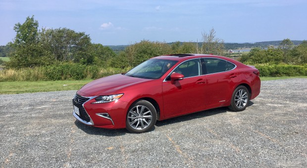 Review: 2017 Lexus ES300h